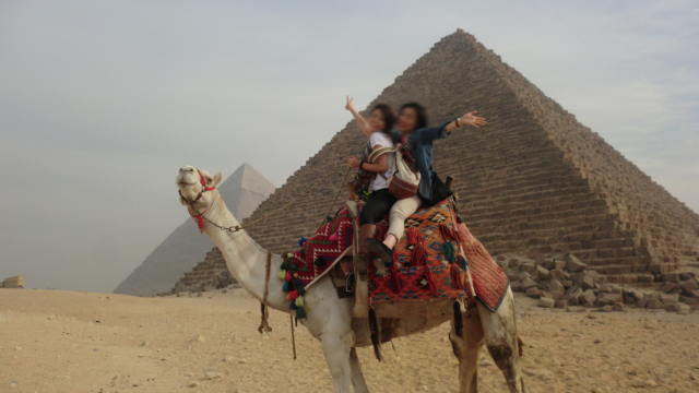 CAの休日旅行 エジプトのピラミッド